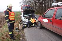 Střet dvou aut mezi Skašticemi a Chropyní skončil lehkým zraněním jednoho z účastníků.