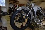 Lubomír Vrubel renovuje staré motorky.