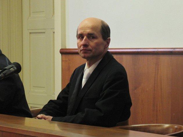 U kroměřížského soudu ve čtvrtek 8. března 2012 stanul muž, který měl podle obžaloby svou exmanželku psychicky i fyzicky týrat.