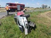 Srážku hned tří osobních aut řešili v pondělí odpoledne policisté, hasiči a zdravotníci v Bystřici pod Hostýnem.
