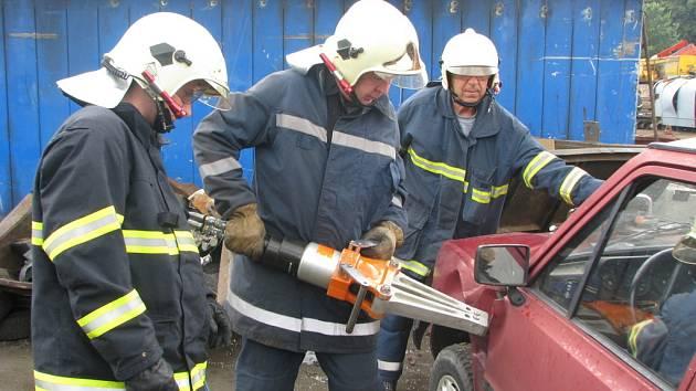 Cvičení hasičů.