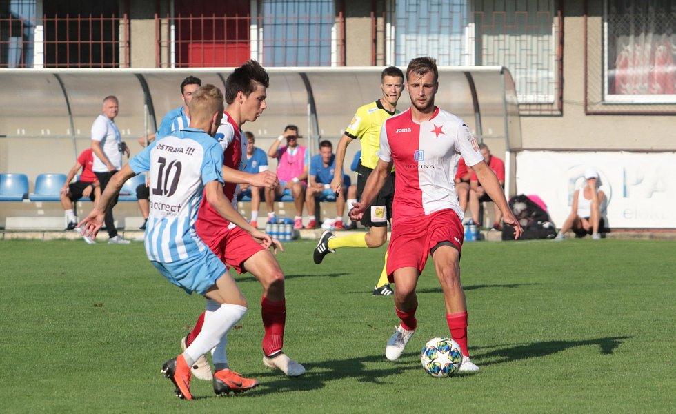 Fotbalisté Kroměříže (červenobílé dresy) prohráli v 1. kole MOL Cupu s druholigovými Vítkovicemi 2:3 na penalty.