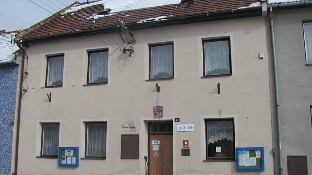 V Litenčicích plánují na letošní rok rekonstrukci obecního úřadu. Úřad by měl dostat nová okna, střechu i fasádu.