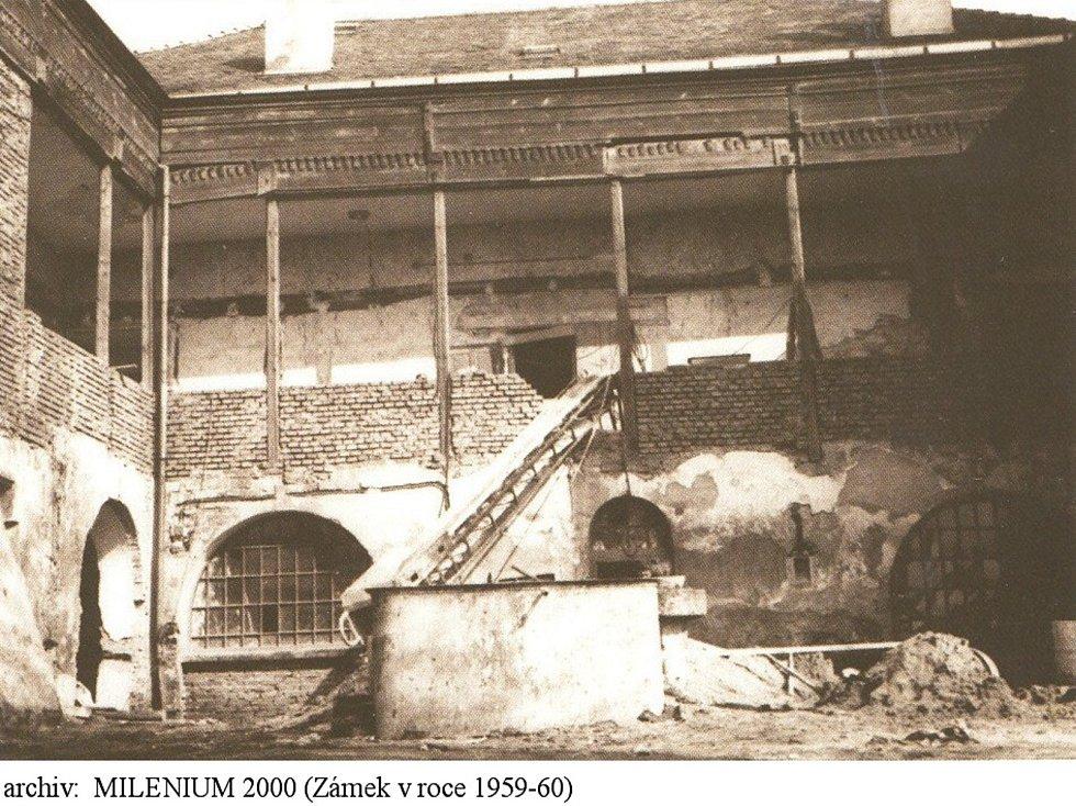 Žeranovický zámek, ve kterém dnes sídlí obecní úřad, restaurace i knihovna, byl na přelomu padesátých a šedesátých let v žalostném stavu. Vzápětí jej však nechali zrekonstruovat a na jeho opravách pracují v obci i dnes.