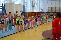 Velikonoční závod. V Hulíně se zúčastnila přehlídky gymnastek stovka závodnic.