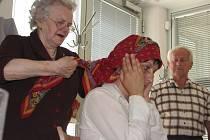 V kroměřížském Domě kultury se ve středu 20. května 2009 konal kurz Vázání hanáckých šátků. Akce byla jednorázová.