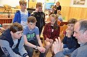 Už podruhé se uplynulý týden v holešovském středisku volného času TyMy konala soutěž školních časopisů. Druhý ročník pořádalo Informační centrum mládeže a vítězové krajského kola postoupili do kola celostátního.