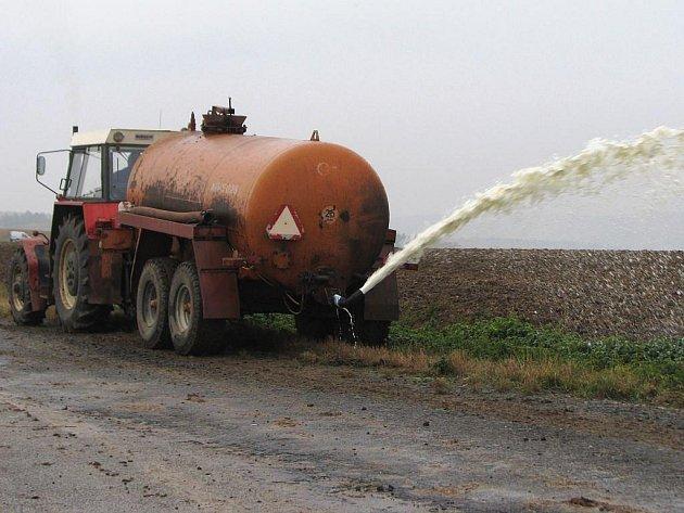 Zemědělci v kraji se ve čtvrtek 29. října zapojili do protestu proti nízkým výkupním cenám mléka.
