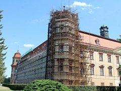 V Holešově opravují severozápadní část zámku.