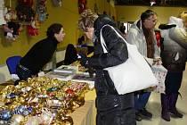 Výstaviště Floria se o víkendu od 7. do 8. prosince proměnilo ve vánoční jarmark. Prodejci nabídli kroměř různých dobrot, také stromky, ryby i vánoční dekorace a drobné dárky.