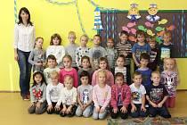 Třída dětí z letošní první třídy Základní školy Koryčany s třídní učitelkou Mgr. Bohdanou Fochrovou