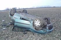 Havárii osobního auta museli v sobotu 6.1. odpoledne řešit policisté a hasiči mezi Skašticemi a Hulínem.
