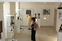Dne 10. 9. se v kroměřížské Galerii Orlovna uskutečnila vernisáž výstavy polské grafičky Ewy Gordon. Kurátoři připravili výstavu společně s Milošem Slezákem. Obě výstavy potrvají do 7. října 2012.