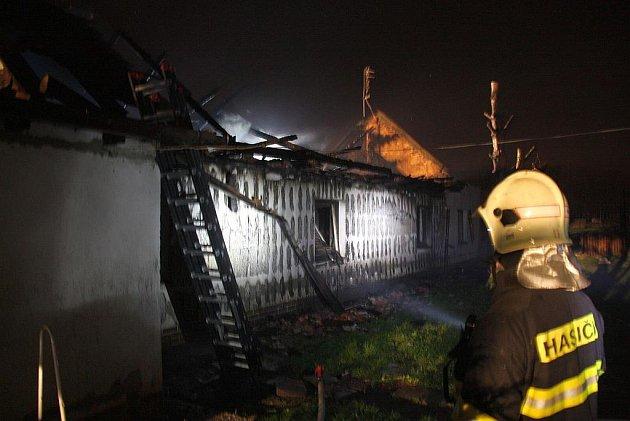 Na samotě u Hulína došlo k rozsáhlému požáru rodinného domu.