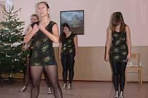 Dětský domov Kroměříž má mezi svými svěřenci nadané tanečníky. Účastní se například projektu Hejbete se a zpívejte s Hankou Kynychovou.
