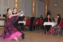 Sobotní večer patřil v Kulturním klubu v Hulíně taneční zábavě. Plesovou sezonu tam odstartoval už po čtrnácté Farní bál.