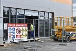 Výstavba nového obchodu v OC Rybálka II v Kroměříži.