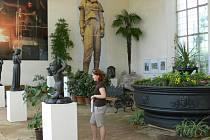 Umělecký odlitek v architektuře je název výstavy, která je k vidění až do 6. července 2008 ve skleníku v Květné zahradě v Kroměříži.