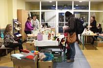 Na jarmarku s názvem A je tu zas ten vánoční čas lze nakoupit výrobky aktivizačních dílen uživatelů Domova pro osoby se zdravotním postižením Barborka a kroměřížských domovů pro seniory.