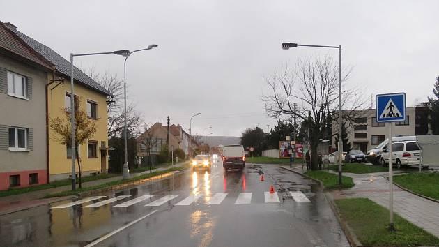 Při dopravní nehodě v Kroměříži se zranila matka s tříletou dcerou.