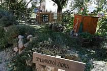 Zahrada v mateřské školce může sloužit při výuce.