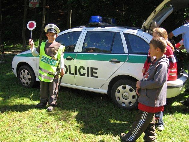 ZA TÁBORNÍKY DORAZILI POLICISTÉ