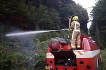U Chvalčova spadl strom na elektrické vedení, do akce museli vyrazit hasiči