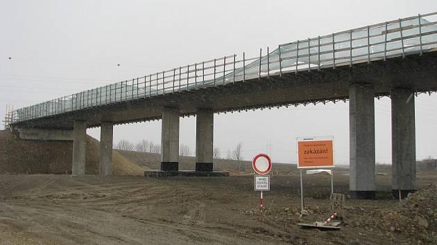 Od 15. března do 30. června bude z důvodu výstavby mostu přes dálnici D1 uzavřena silnice mezi Břestem a Němčicemi