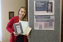 Kamila Brablíková představuje výstavu v Knihovně Kroměřížska o Rukopisech. Výstava potrvá do 31. ledna 2020.