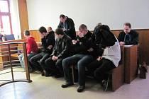 Pětice obžalovaných ve čtvrtek 2. února 2012 stanula před kroměřížským okresním soudem pro šíření nacionalismu na internetu.