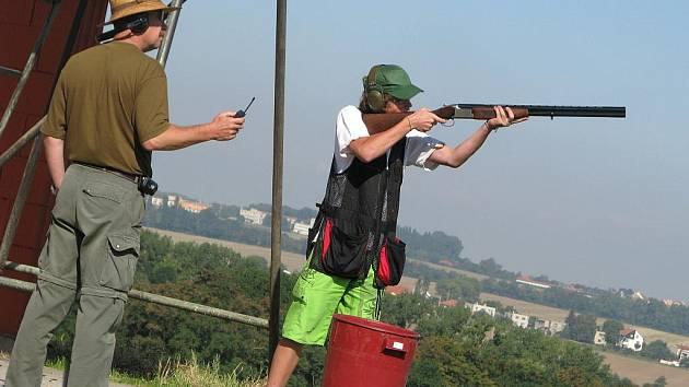 V kotojedské střelnici Hvězda v pondělí 24. srpna 2009 zahájili týdenní střelecký tábor pro děti a mládež ve věku od desíti do sedmnácti let.