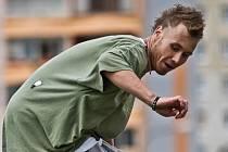 PRŮKOPNÍK KDYSI MÁLO ZNÁMÉHO SPORTU. Petr Neuman z Kroměříže je ve městě známý i díky tomu, že pomohl prosadit vybudování dodnes fungujícího skateparku.