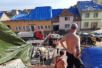 Pomáhali při odstraňování trosek v Moravské Nové Vsi a při rekonstrukci vinohradu v Mikulčicích.