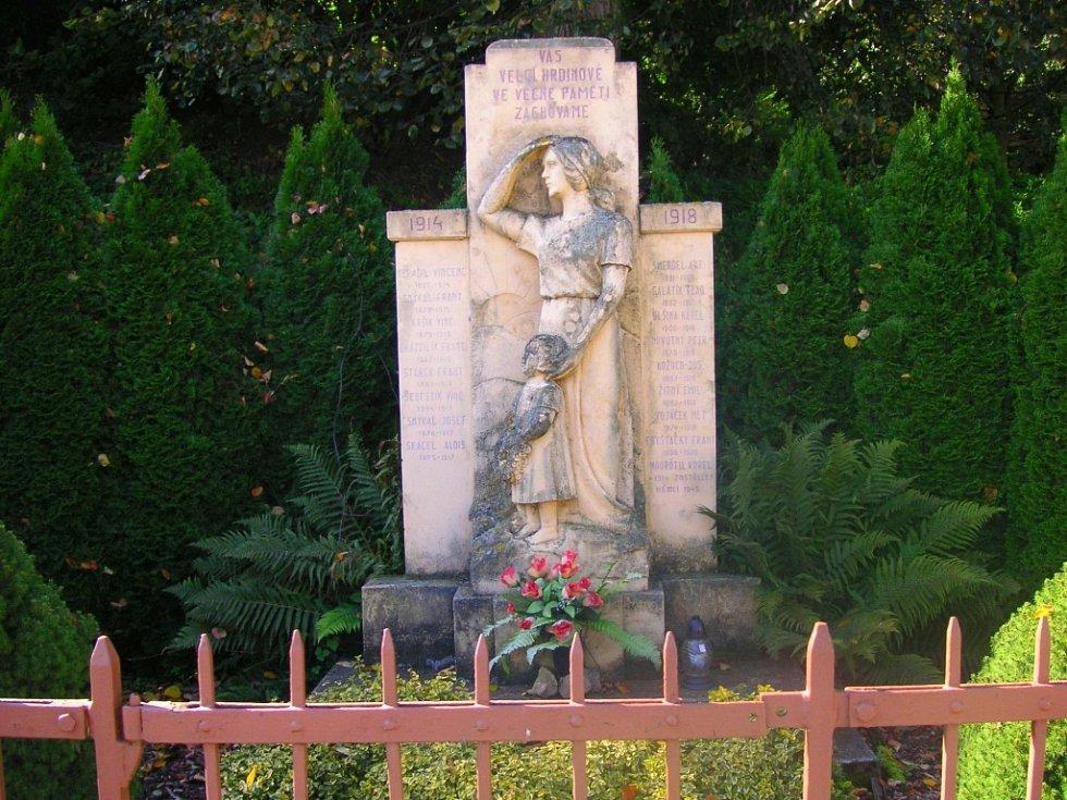 Největší chloubou Bělova je zvonička, která je jednou z nejstarších budov.