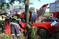 Vážnou nehodu museli hasiči, policisté a záchranáři řešit v úterý 28.6. ráno nedaleko Kyselovic: z havarované Škody Octavia vyprošťovali dva ze tří pasažérů, řidiče přepravil do nemocnice vrtulník.