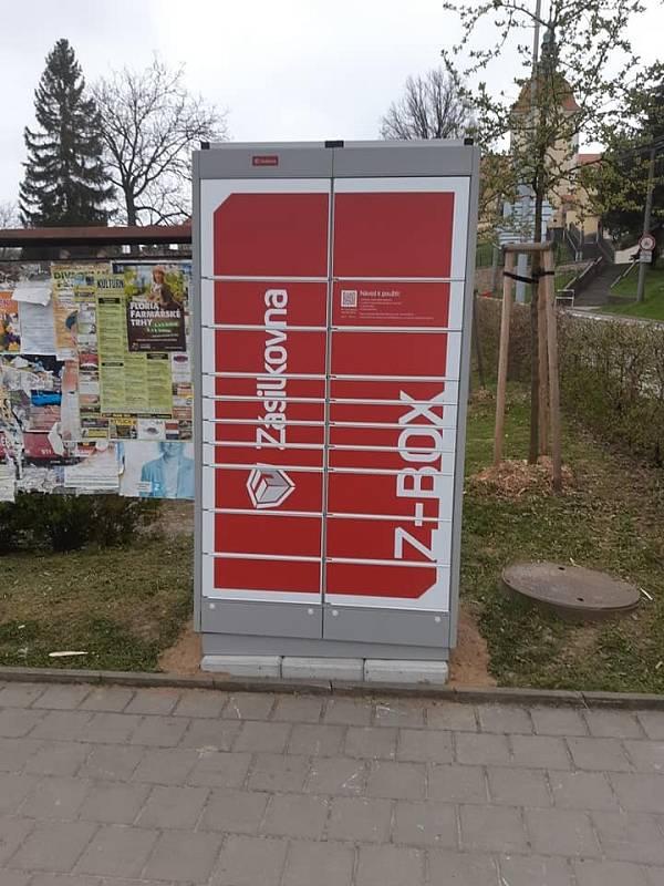 Z-BOX je umístěn ve Zdounkách na městečku.