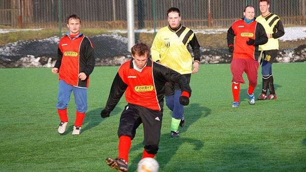 Hráči pořádající Admiry Hulín (v červeném) ztratili šanci na finále.