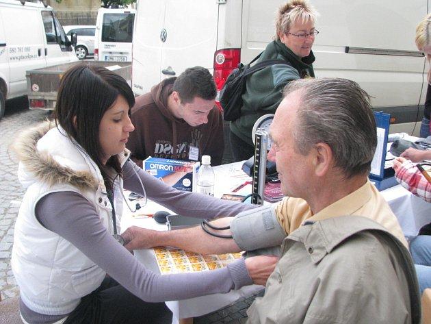 Na Velkém náměstí v Kroměříži se 12. května 2009 konal Mezinárodní den ošetřovatelství. Akci uspořádalo město se Střední zdravotnickou školou. Zájemcům bezplatně změřili glykemii, cholesterol nebo třeba tlak.
