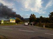 Požár vČepro Loukov, obří nádrže zasaženy nebyly