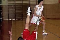 Basketbalisté Slavie bojují o záchranu.