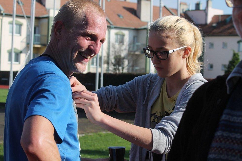 Chřibský maraton, jeden z nejtěžších závodů svého druhu, v sobotu 18. října zdolávalo čtyřiapadesát závodníků. Dvěma z nich se závod nepodařilo dokončit. Nejlepší čas zaběhl triatlonista Petr Vabroušek.