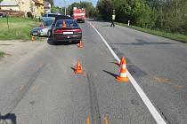 Půl hodiny po poledni museli v pondělí 2. října kroměřížští policisté řešit srážku dvou aut v Jankovicích: zranili se při ní dva lidé.