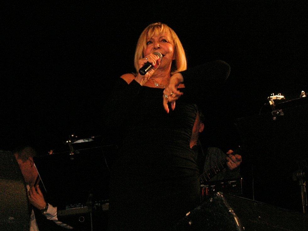Ve zdouneckém Domě kultury konal koncert zpěvačky Hany Zagorové