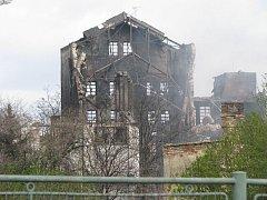 Trosky továrny v Chropyni