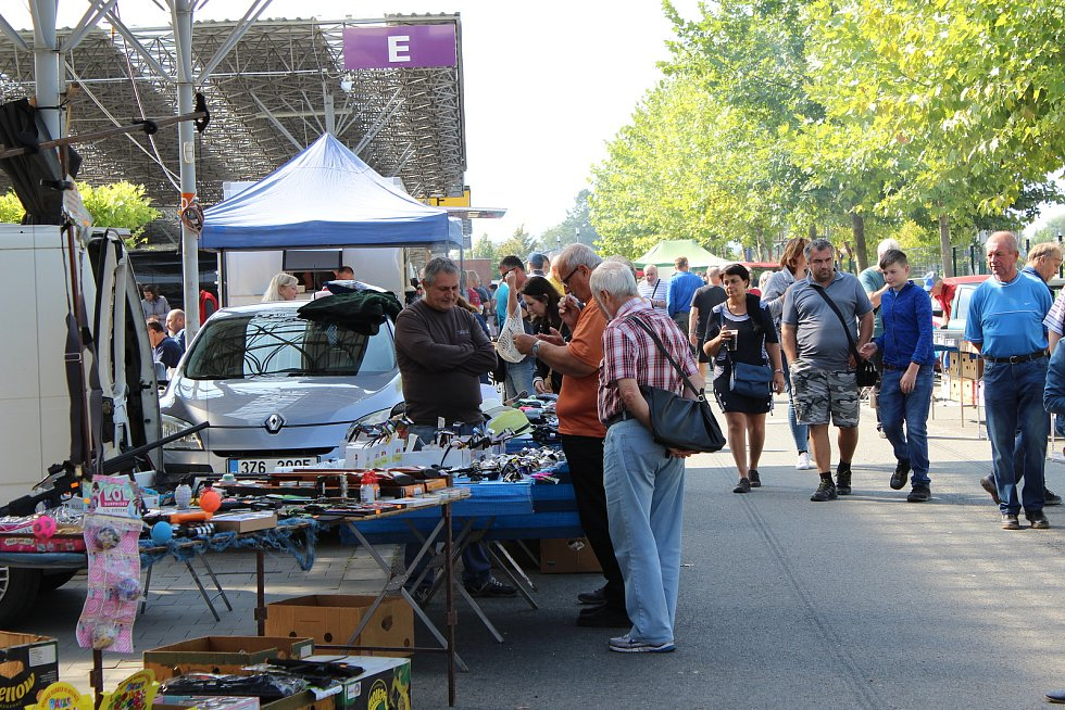 Neděle 5. září patřila na Výstavišti vKroměříži nadšencům motorismu a hobby sběratelům.