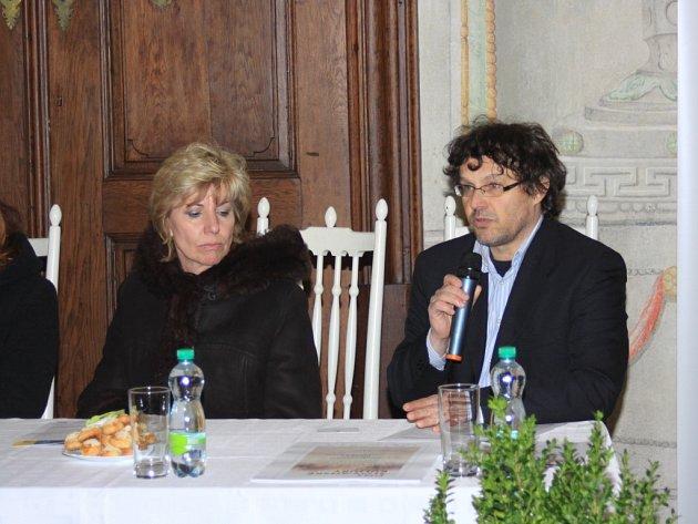 BUDE TOHO SPOUSTA. Ředitel Domu kultury Jiří Králík prezentoval včera nejdůležitější akce letošní sezony.