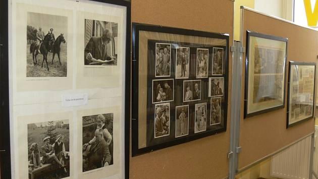 V hulínské knihovně je od sedmého února k vidění výstava fotografií zachycující život druhého československého prezidenta Edvarda Beneše. Expozice bude vystavena do konce února.