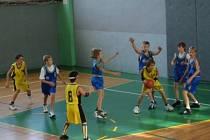 MISTROVSKÝ TITUL. Mladí basketbalisté Slavie Kroměříž obhájili loňské prvenství.