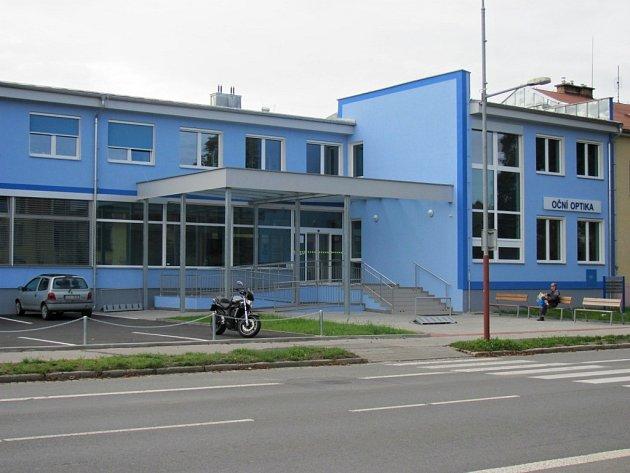 Lidé a lékaři z Hulína si zvykají na nové prostory v Záhlinické ulici. Novou budovu si většina pochvaluje.