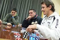 V Obecním domě na Rusavě se v sobotu 17. prosince 2011 konal nultý ročník Vánoční Rusava poker 2F2.